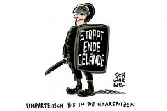 """Rechtsextreme gegen """"Ende Gelände"""": Nach Foto mit Beamten bejubeln Rechte die """"Volkspolizei"""""""